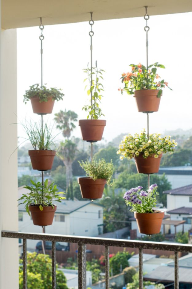DIY Ideas for Clay Pots - Vertical Clay Pot Garden - Cute Gardening Projects Tutorials for Decorating Pots - Pretty Rustic and Farmhouse Planters for Cheap Home Decor