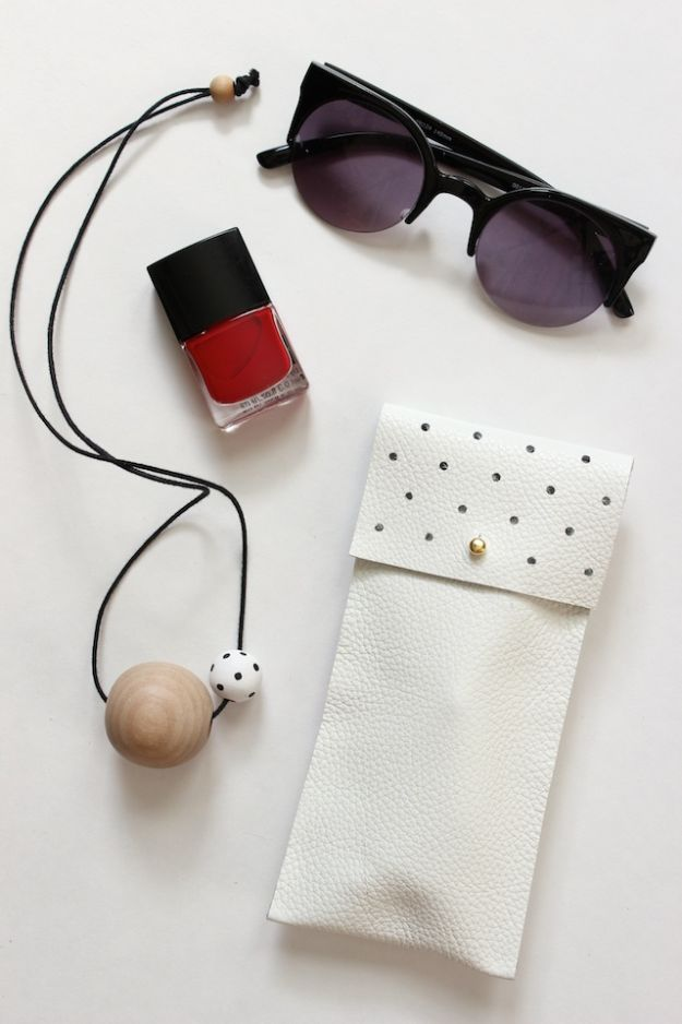 No Sew Gift Ideas - Quick Last Minute Holiday Gifts for Her - DIY No-Sew Leather Glasses Pouch