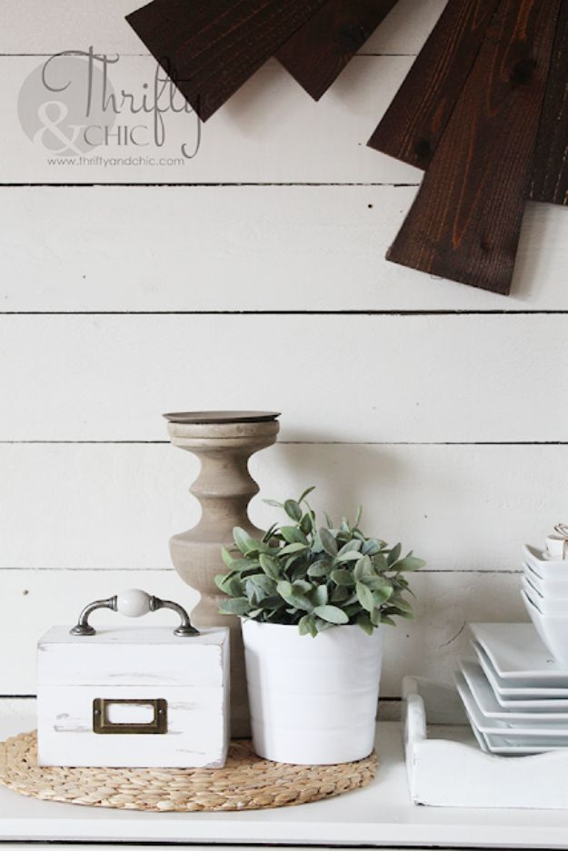 Magnolia Homes Gift Ideas - DIY Vintage Recipe Box - DIY Home Decor Inspired by Chip and Joanna Gaines - Fixer Upper Gifts - Do It Yourself Decorating On A Budget With Farmhouse Style Decorations for the Home