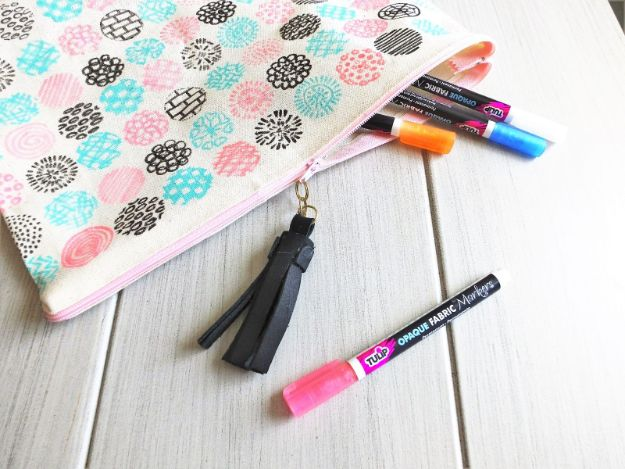 DIY No-Sew Canvas Zipper Pouch with Tassel