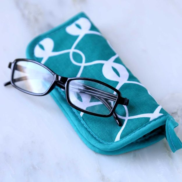No Sew Gift Ideas - Quick Last Minute Holiday Gifts for Her - No Sew Eyeglass Case