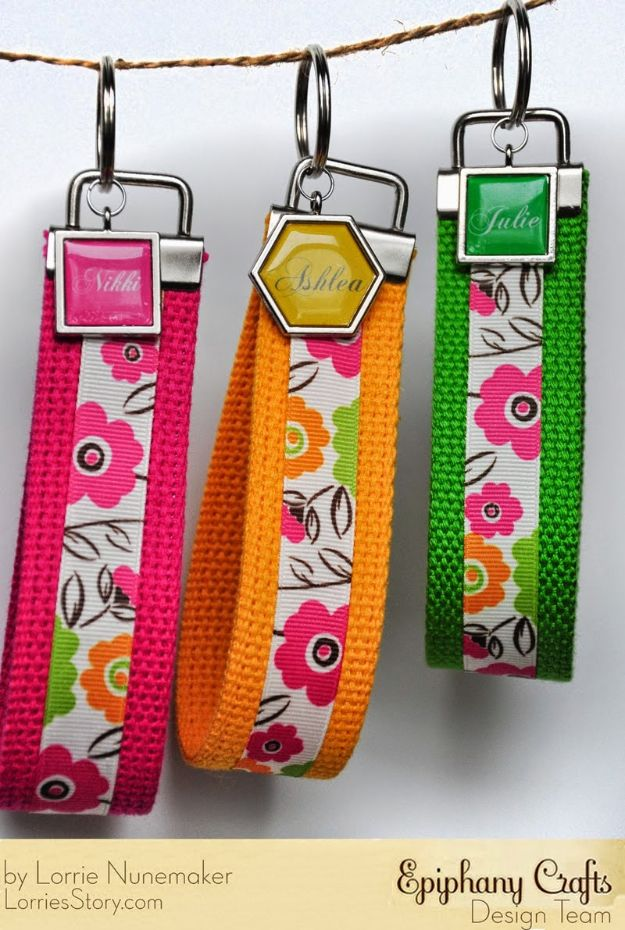 No Sew Gifts to Make - Easy DIY Christmas Presents -No Sew Wristlet Keychains