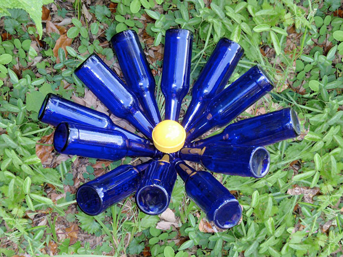 DIY Bottle Tree - How to Make a Beer Bottle DIY Tree For Cool Lawn Decor and Backyard Gardening Ideas