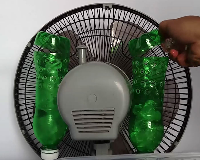 How To Make A DIY Air Conditioner Ou Of A Fan And Plastic Bottles