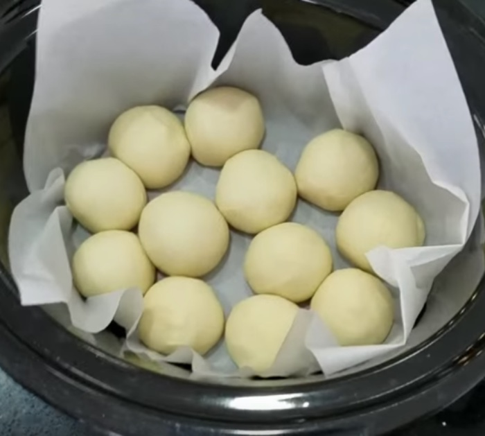 Slow Cooker Roll Recipe - Learn How to Make Bread In A Crockpot - Easy Bread Recipes for Crockpot Rolls