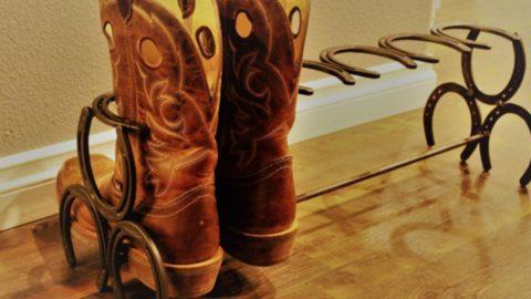DIY Horseshoe Boot Rack | DIY Joy Projects and Crafts Ideas