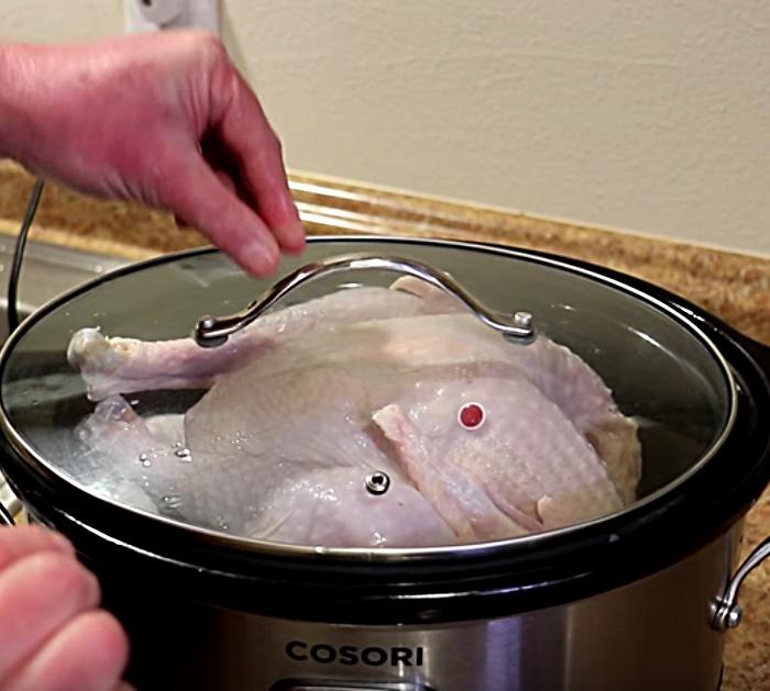 Lean how to make a simple juicy crockpot turkey