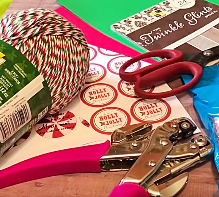 Learn this easy cheap DIY Mason Jar Candy Gift