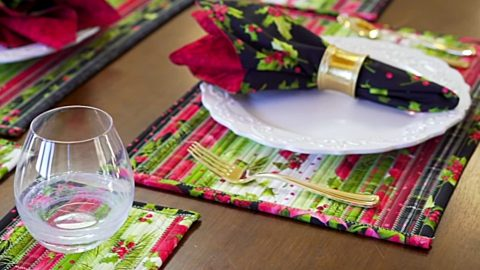 Jellyroll Quilted Christmas Placemats And Coasters | DIY Joy Projects and Crafts Ideas
