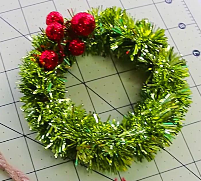 Make mini DIY wreath ornaments from Mason Jar Lids Dollar General