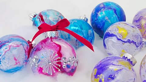 DIY Spray Paint On Water Transfer Ornaments | DIY Joy Projects and Crafts Ideas