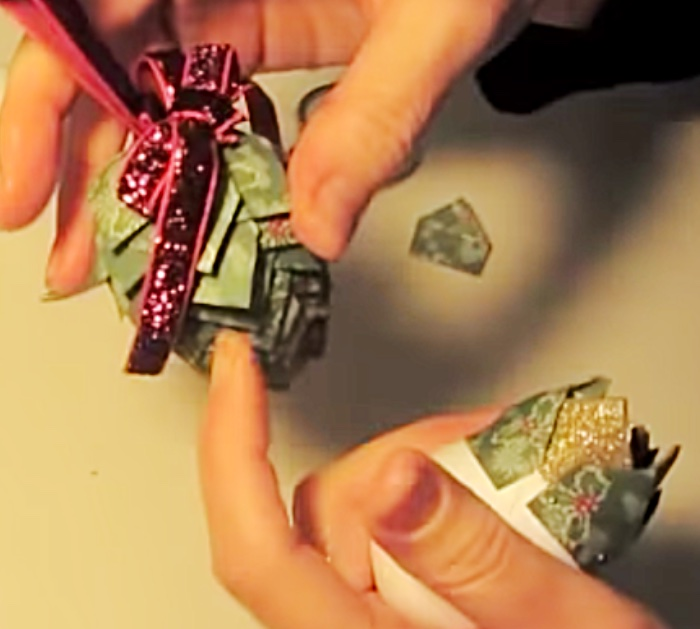 Try this simple easy cheap Pinecone Ornament DIY