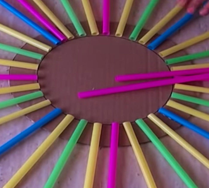 Learn to make this cheap easy straw wall art