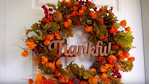 DIY Thanksgiving Holiday Door Wreath | DIY Joy Projects and Crafts Ideas