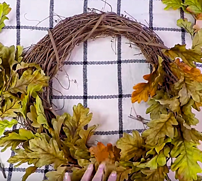 Learn To Make This Fall Wreath Decor For Your Front Door