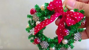 DIY Mini Ornament Wreaths Out Of Pipe Cleaners