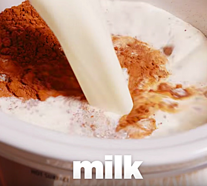 Try an easy delicious easy hot chocolate recipe in the crockpot