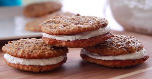 Copy Cat Little Debbie Oatmeal Cream Pies Recipe
