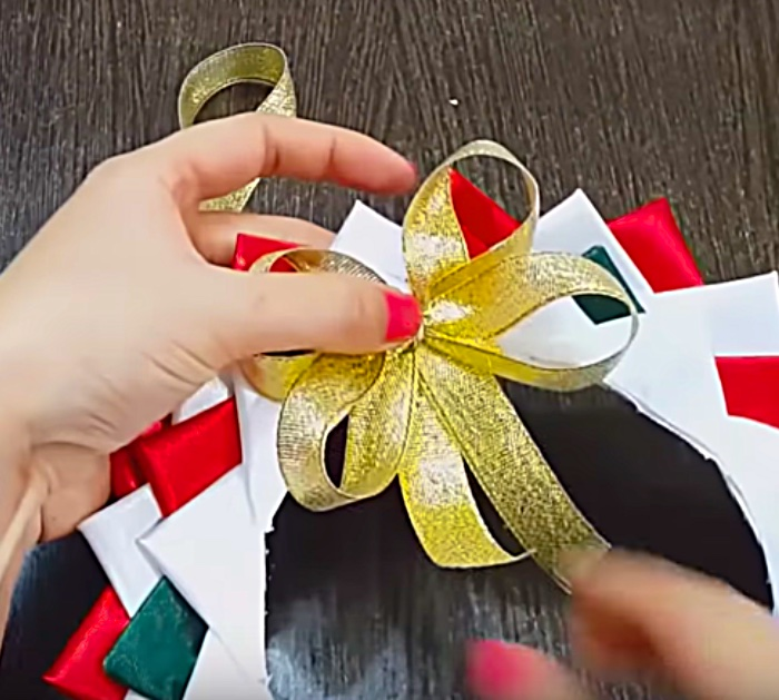 Learn to make this cheap easy DIY Satin Mini Wreath from polystyrene plates