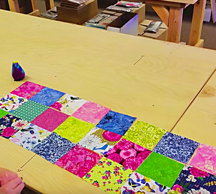 Learn to sew this DIY no pattern prairie point table runner.