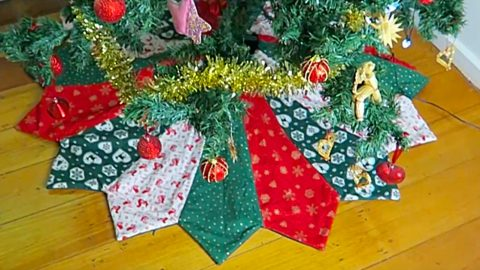 Quilted Dresden Pattern Christmas Tree Skirt | DIY Joy Projects and Crafts Ideas