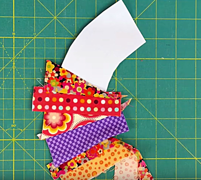Learn to sew this Scrappy Wedding Ring Quilt Block
