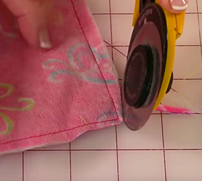 Learn To Sew a DIY Zipper Pouch
