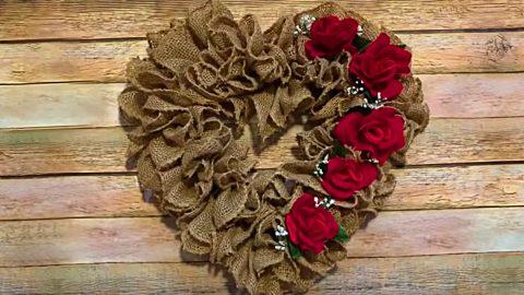 DIY Burlap Ruffled Heart Wreath | DIY Joy Projects and Crafts Ideas