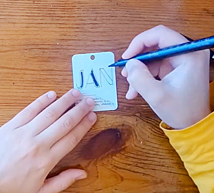 Try learning make a cute easy cheap desk calendar for 2020