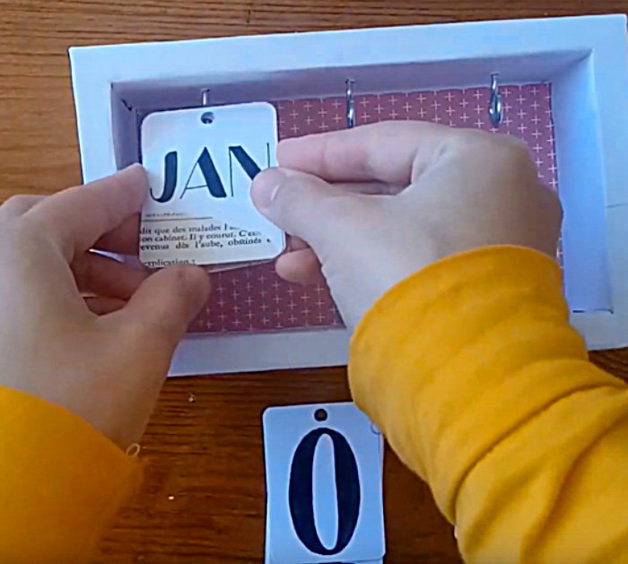 make an easy cheap desk calendar for 2020