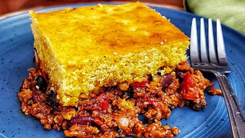Chili Cornbread Skillet Casserole Recipe | DIY Joy Projects and Crafts Ideas