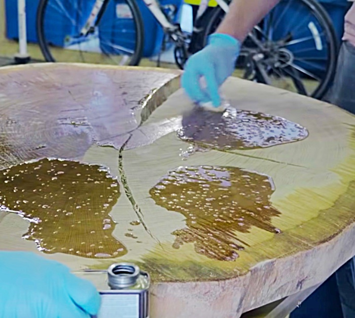 Make a table from a natural wood slice out the middle of a tree