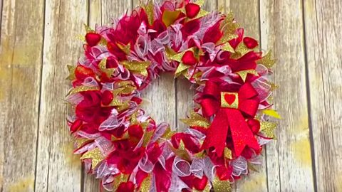 DIY Valentine's Day Mesh Wreath | DIY Joy Projects and Crafts Ideas