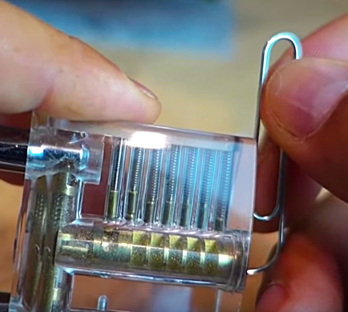 Quick Easy Steps To Pick A Lock With A Paperclip