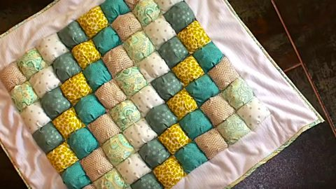 DIY Puff Quilt | DIY Joy Projects and Crafts Ideas