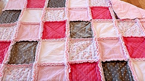 DIY Rag Quilt | DIY Joy Projects and Crafts Ideas