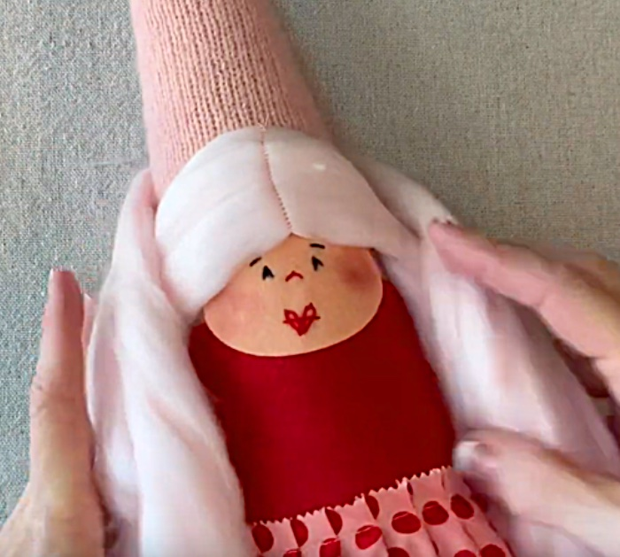 Learn to make a cute DIY Valentine Cheerful Gnome Couple