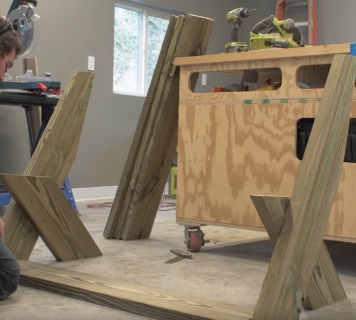 Make a DIY Outdoor Bench for thirty dollars