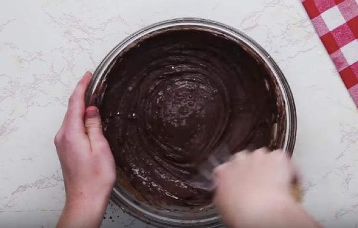 Easy Deep Fried Cheesecake-Stuffed Strawberries Recipe