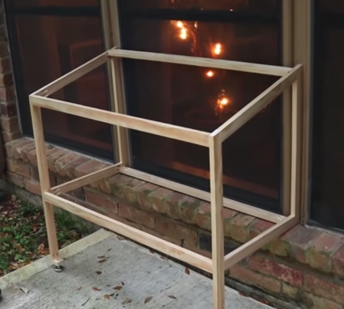 Make a DIY patio for your cat a catio