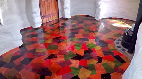 DIY Colored Paper Floor | DIY Joy Projects and Crafts Ideas