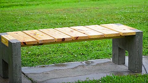 DIY Modern Concrete And Wood Outdoor Bench | DIY Joy Projects and Crafts Ideas