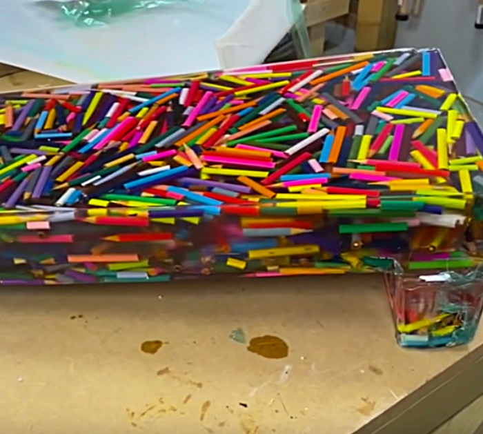 How to Make A Desk With Colored Pencils - Cool DIY Office Furniture