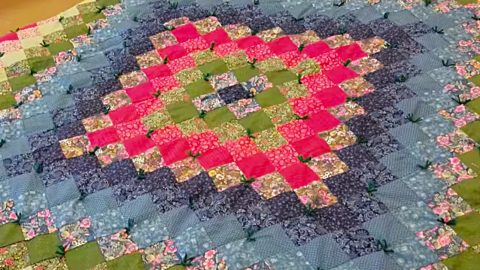 How To Hand Tie A Quilt | DIY Joy Projects and Crafts Ideas