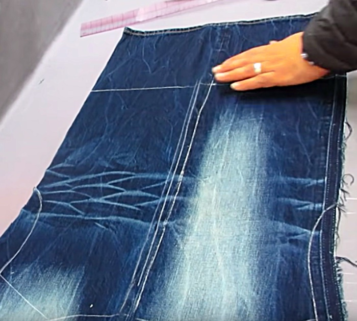 make a denim vest with a zipper out of a pair of old jeans