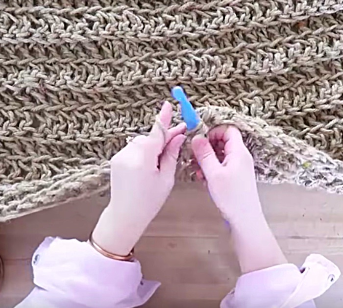 Make a DIY jute rug out of Dollar Store Twine
