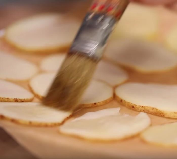 Machen Sie Mikrowellen-Kartoffelchips