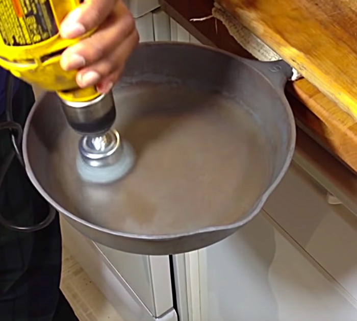 How to clean season and maintain a cast-iron skillet with Crisco
