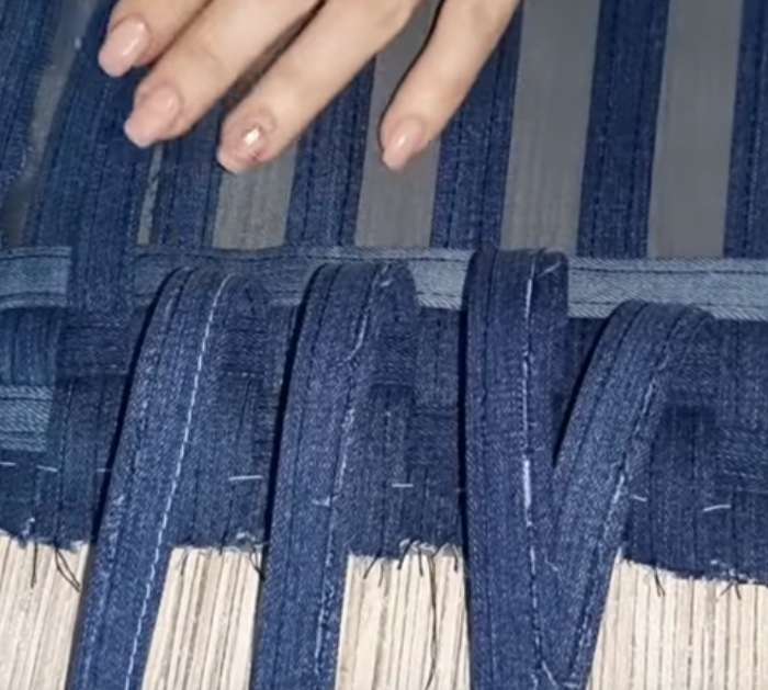 How to make a woven denim bag out of recycled jeans