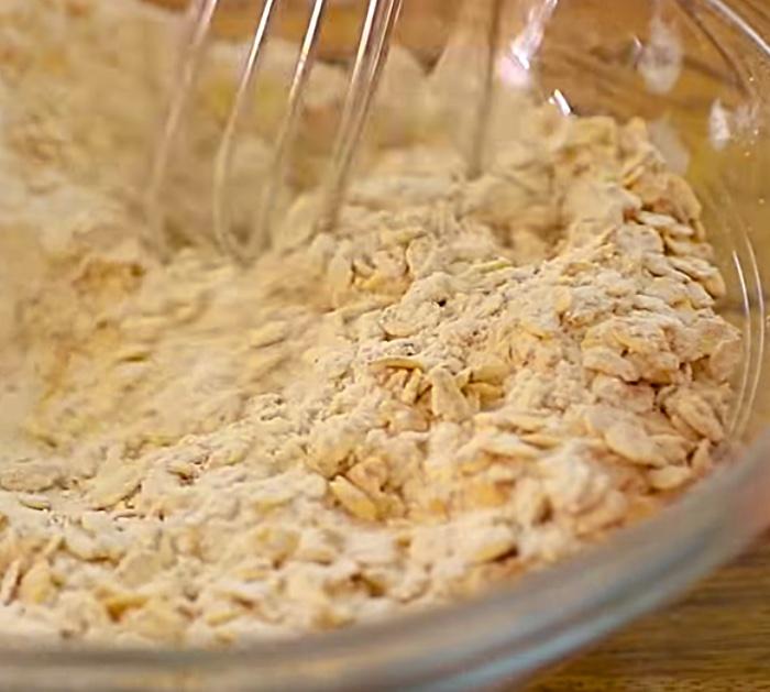 Make an Apple Oatmeal Cake